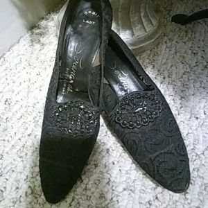 Vintage black lace pumps